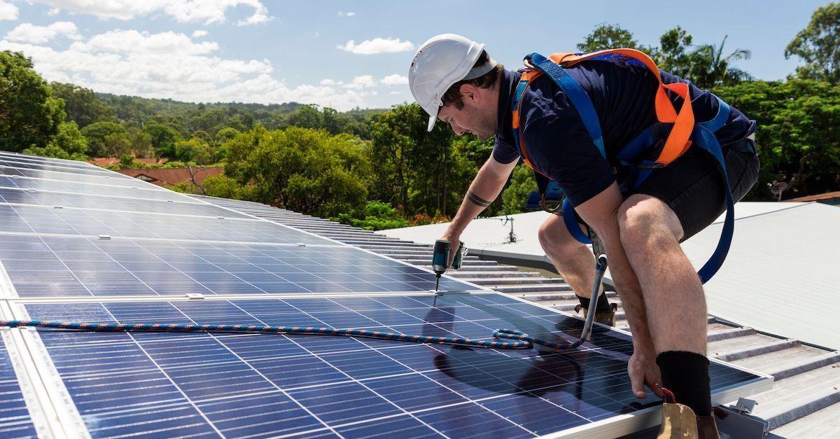 Du får vedlikehold og service av solcellepaneler inkludert i leasingavtale fra Otovo. Slipp å betale for vedlikehold.