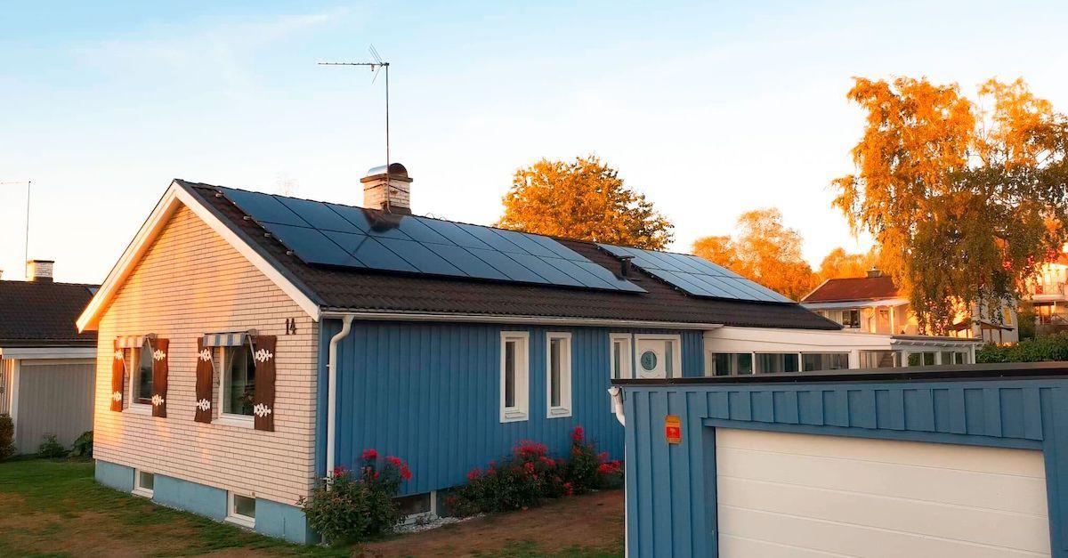 Performance solcellepanelene produserer mest strøm. Otovo har både flere typer solcellepaneler