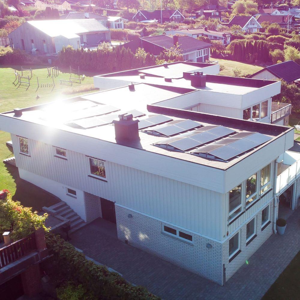 tak med null grader skråning - solcellepaneler på taket